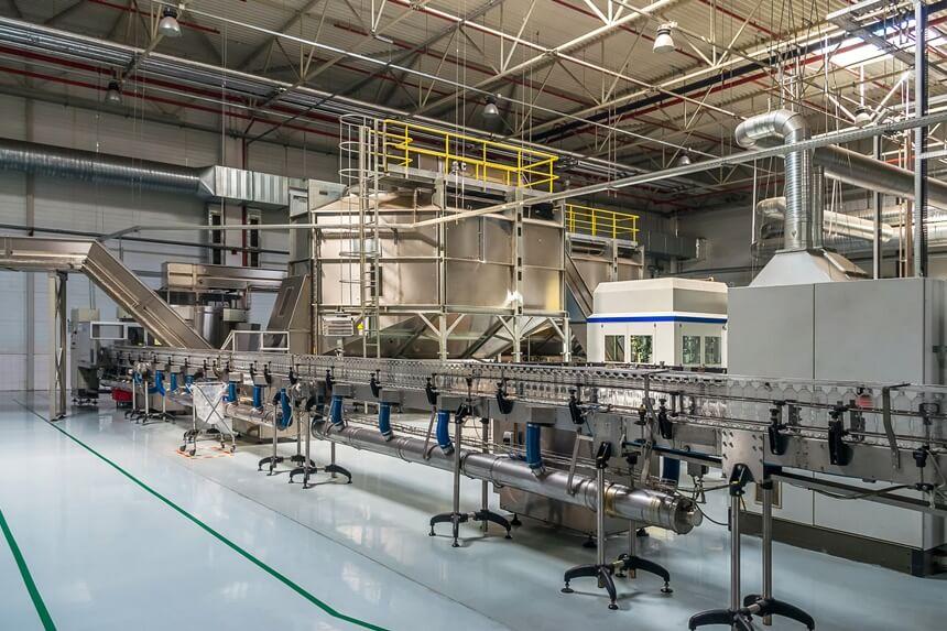 Aplicação de epóxi em concreto: saiba em quais ambientes industriais utilizar a tinta ou revestimento