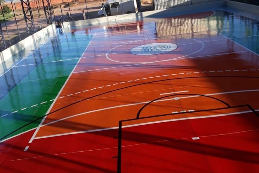 Conheça as vantagens da tinta epóxi para piso de quadra poliesportiva