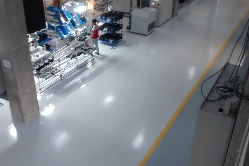 Saiba quais os benefícios do uso de piso epóxi na indústria metalúrgica